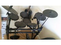 electronic digital drum kit DD505 great condition with stool, drumsticks, book, manual