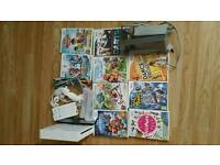 White Nintendo Wii Console bundle with 2 Controllers and 2 Nunchucks plus 9games