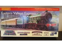 Hornby Eastern Valleys Express 00 Gauge Train Set & Extra Accessories