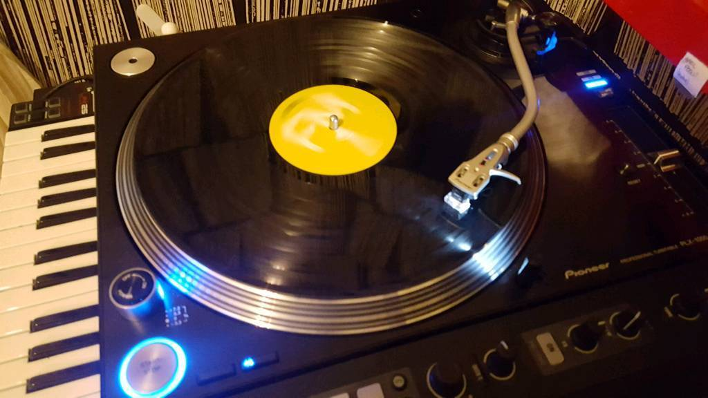 Pioneer plx 1000 vinyl analogue dj turntables