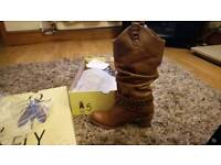 Brand new rowberry boots