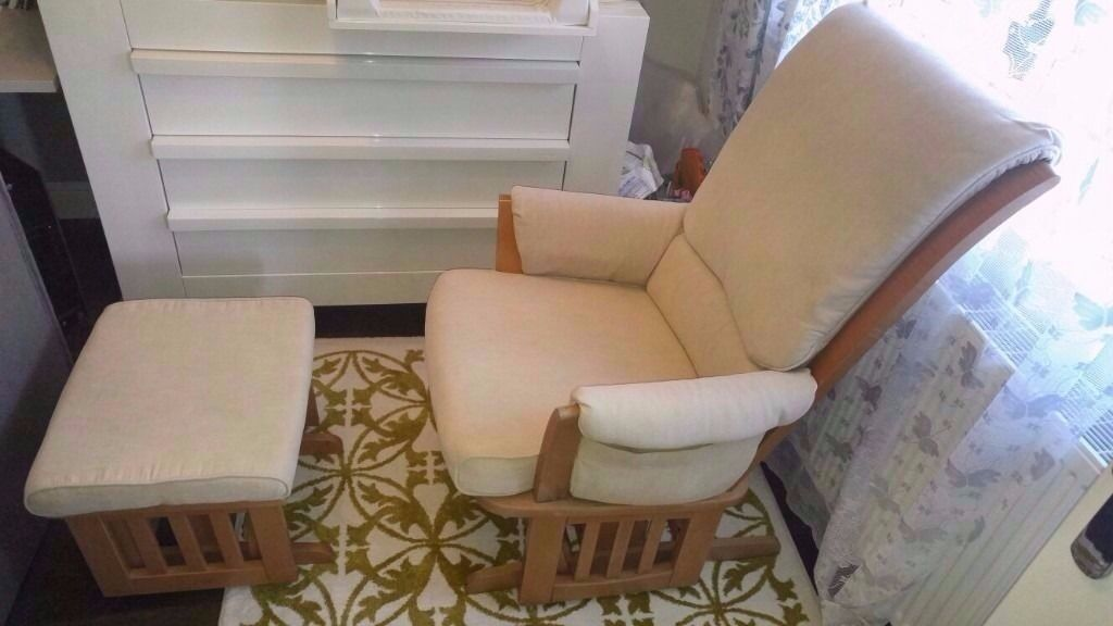 Luxury Dutailier Nursing chair. Like new!
