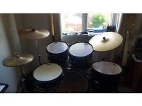 Pearl drum kit inc hardware excellent condition