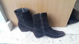 Chocolate brown suede boots - size 40