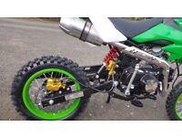 Pitbike dirtbike 125cc 2017 model electric start and kick still like new an ful body suit fast bike