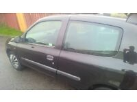 Bargain low mileage 1.2 renault clio in black