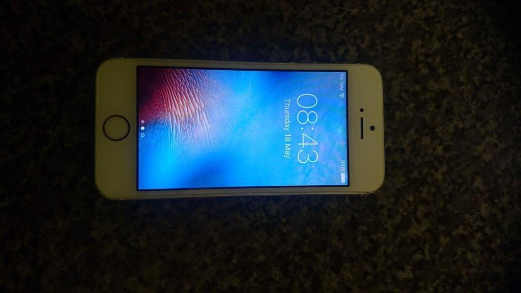 IPhone 5s gold 16gb on EEin Southampton, HampshireGumtree - IPhone 5s gold 16gb on EE. Good condition general scuffs around the sides. Comes with box and charger. £100 Ono