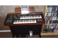 Yamaha Electone MC200 electronic organ.