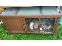 Lovley single large hutch over 4ft in vgc no chewing just a little staining.