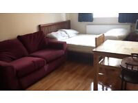 Short or Long Stay Cosy Double Room in Flat Share ~~5mins Walk to Hammersmith Stations