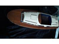 Model motor boat