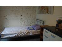 Large Bedsit, Centre Haverfordwest