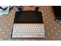 Apple iPad Bluetooth Keyboard