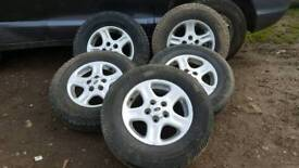 Land-_Rover 5 Good Wheels and Tyres Size 195/80 R15
