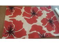 Wool rug poppy design