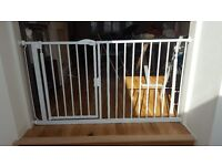 SAFETOTS extra wide safety gate fits openings up to 146.cm