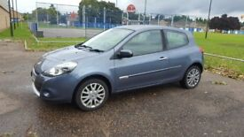 Renault Clio Dynamique with Tom Tom sat nav - £2,150
