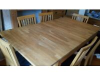 Excellent Condition Extending Oak Dining Table and Six Chairs