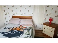DOUBLE ROOM in Spacious & Bright 2 Bed Flat M9