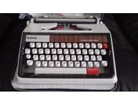Deluxe 1350 typewriter and carry case