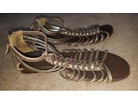 Ladies gold sandals, size 6