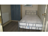 DOUBLE & SINGLE ROOMS AVAILABLE IN ILFORD