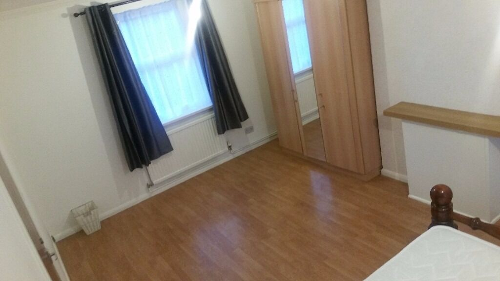 ***ALL BILLS INCLUDED & WIFI*** STUNNING LARGE DOUBLE ROOM £615 PCM