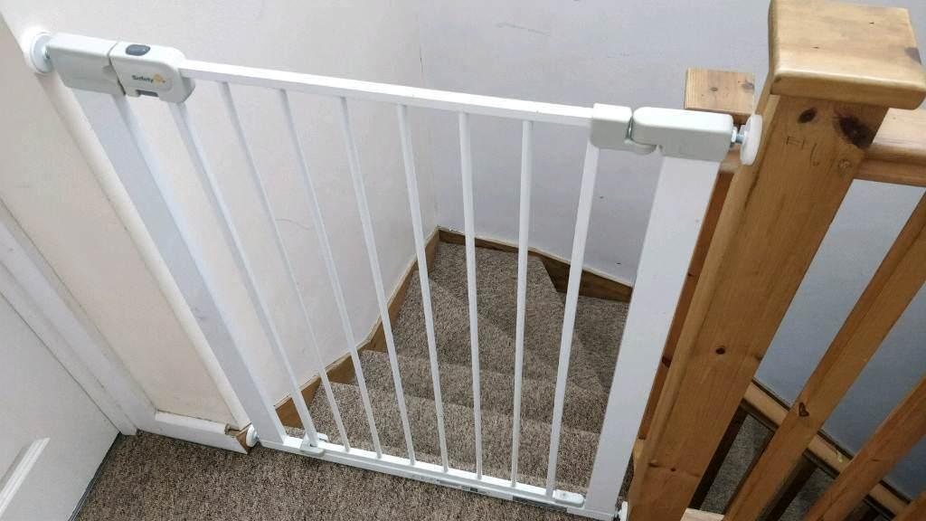 Stair gate x 2 (70-77 cm)