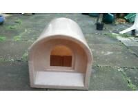 Plastic cat den kennel igloo Mr. Snugs