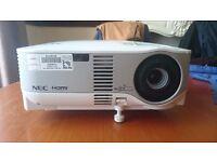 NEC NP905 HDMI XGA High Definition Multimedia LCD Projector WiFi 1600 x 1200 3000 Lumens