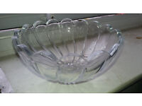 Glassware / beautiful crystal design Fruit Bowl - £1