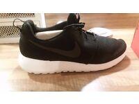 Nike roshe one run trainers black size 10
