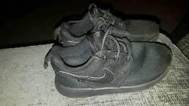 Boys Nike roshe trainers size 10