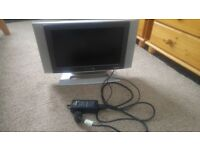 DAEWOO DSL 17D3 WIDE SCREEN LCD TELEVISION on STAND w REMOTE CONTROL
