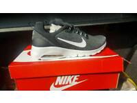Air max motion racer trainer size 10