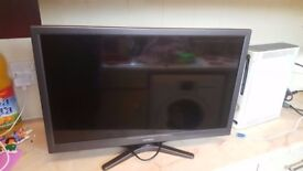 Hitachi 24 Inch HD SMART LED TV, Built in DVD + Freeview HD, Exc Con. NO OFFERS