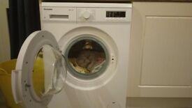 Montpellier MW7112P Washing Machine