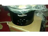 Michael James brand new black 1.5L slow cooker