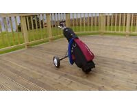JUNIOR GOLF CLUBS AND TROLLEY / BAG