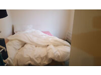 Room To share in a Flat All Bills included Close to Luton Town centre,Train station and Airport.