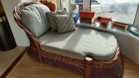 Beautiful chaise lounge/daybed
