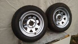 Pair of Weller chrome wheels and tyres. Ford Fitment.