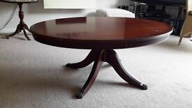 Oval Coffee Table in good condition.
