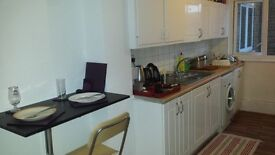 SPACIOUS DOUBLE ROOMS AVAILABLE NOW all bills inclusive! E2