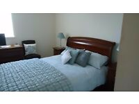 Immaculate two bed ground floor apartment.En-suite, parking,town centre.
