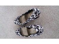 Ladies heeled shoes