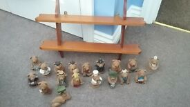 Set of 18 ornamental, ceramic bears. Shelf included