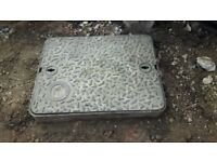 Heavy duty cast manhole cover and frame