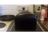 Black Used 2-Slice Russell Hobbs Toaster with Removable Crumb Tray