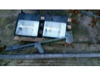 Flood lights X2 250 son c/w bracket